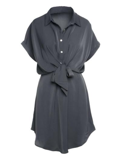 Korte fluiede jurk met knoop